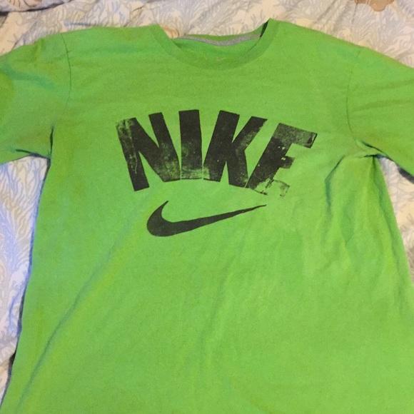 8794711855f6d Nike T-shirt size medium green and black